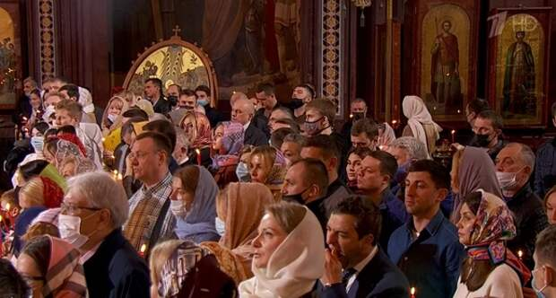 Путин приехал на пасхальную службу в храм Христа Спасителя