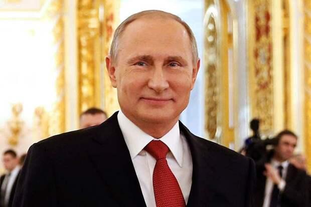 Владимир Путин заявил, что все мужчины и государство в целом всегда в долгу перед женщинами-матерями