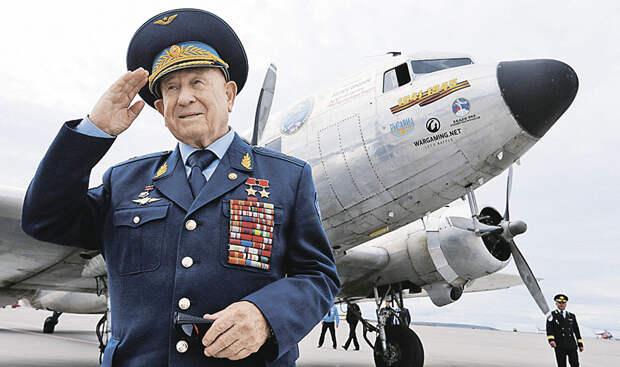 Первый в открытом космосе. О характере, семье и талантах Алексея Леонова...