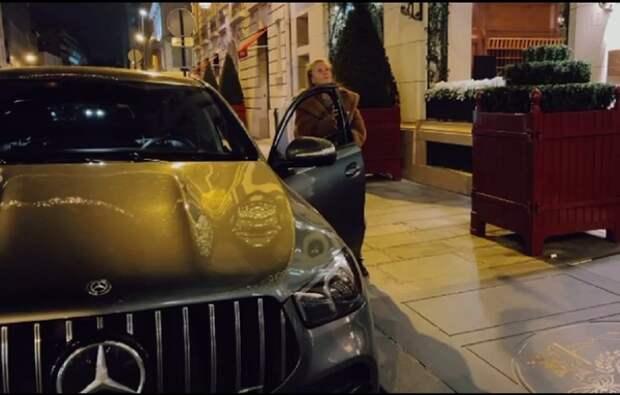Ван Дамм подарил своей украинской девушке Mercedes, которого еще нет в продаже