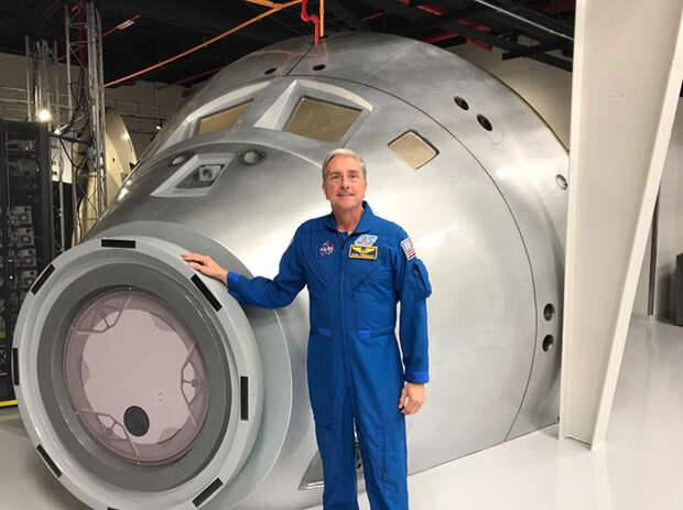Сейчас Дональд Томас работает в университете Таусон и является пилотом.