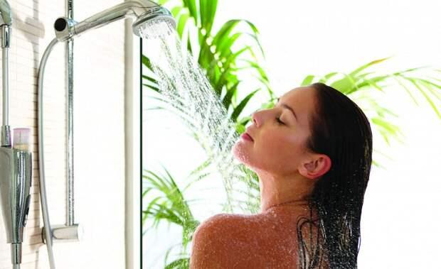 Контрастный душ вернет силы и энергию. / Фото: zen.yandex.ru