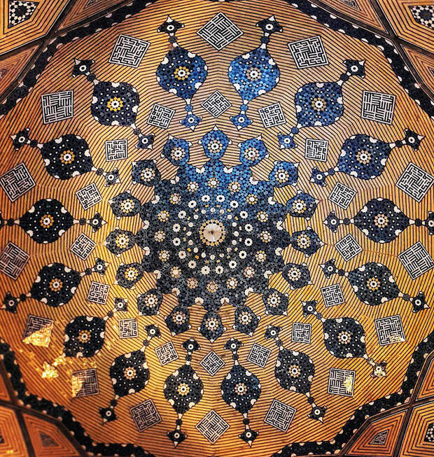 4. Школа Чахар-Бага в Исфахане, Иран. В своих работах фотограф показывает самые старые мечети Ирана, которые еще сохранились.