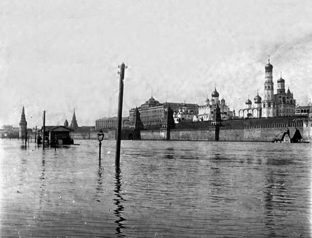 Московские наводнения (навеяно стоящей сейчас в Москве погодой)