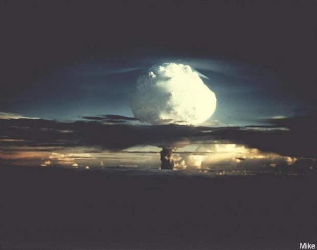 8 пугающих цветных фото атомных взрывов 1940—1960-х годов