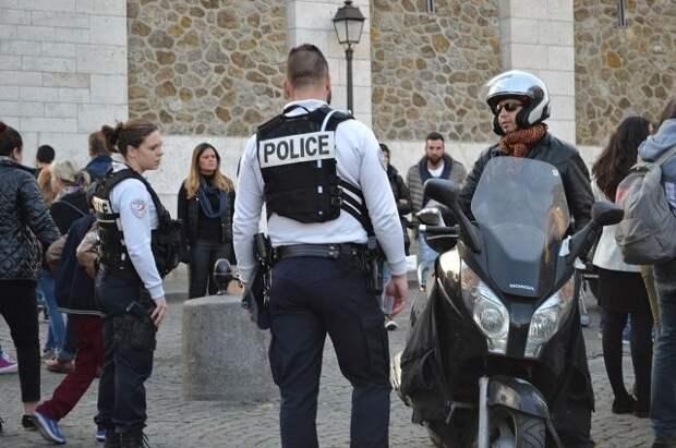 Во Франции семь жандармов пострадали при разгоне вечеринки