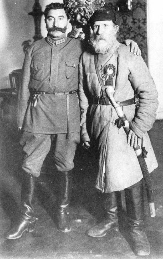 Семён Михайлович Будённый и Фёдор Степанович Гуляев, который в августе 1919 г. завёл в болото 700 колчаковских кавалеристов. ретро фото, фотт, это интересно