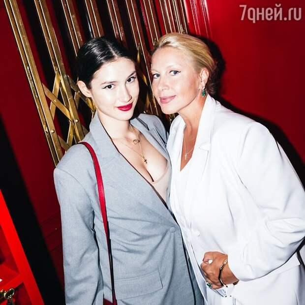 Дина Немцова пришла на вечеринку без мужа