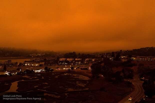 Sohu: некоторые американцы верят, что леса Калифорнии подожгли лазером