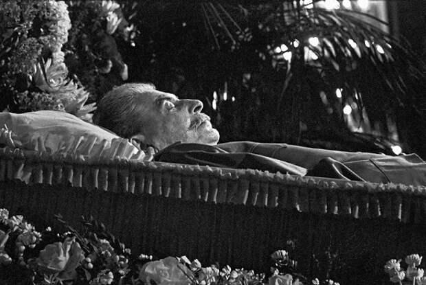 Почему Хрущёв отказался отдавать Китаю «мумию» Сталина