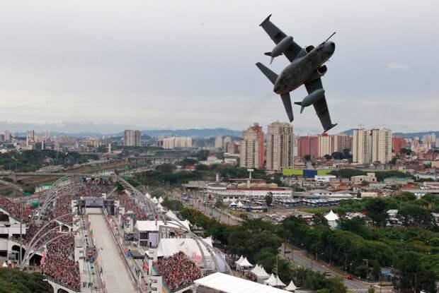 Бразильский военный самолет