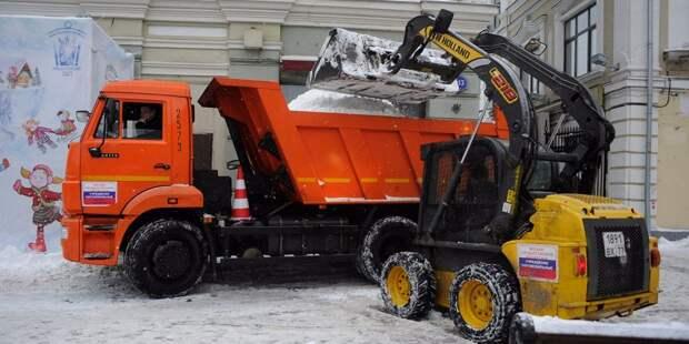 Снег из Южного Медведкова вывезут на снегоплавильные станции