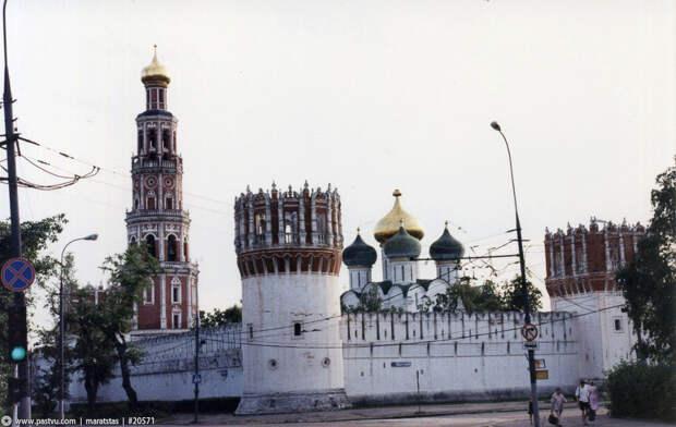 14 ностальгических фото Москвы 1998 года, когда бахнул дефолт