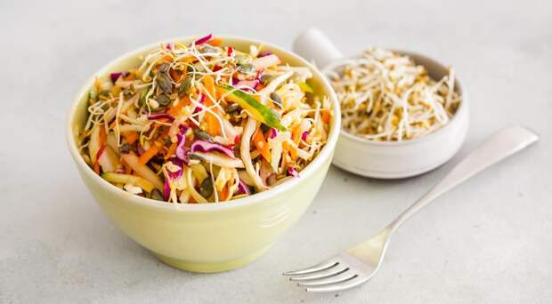 Худеем правильно: 5 лучших рецептов салата щетка для эффективной диеты