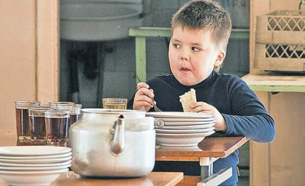 Манная каша инетолько: названы блюда, наиболее нелюбимые россиянами вдетстве