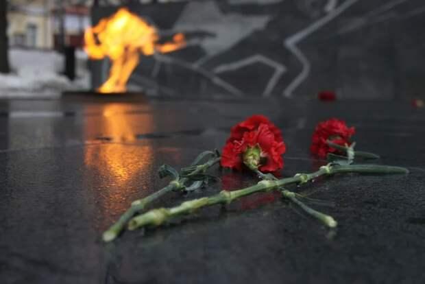 Студент после вечеринки бросил венок в «Вечный огонь» в Саках