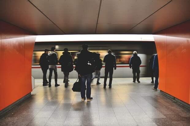 В метро Москвы дважды за день произошёл сбой из-за падения пассажира