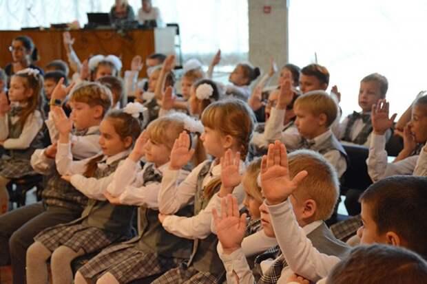 Севастопольские школьники отправились в страну Знаний (ФОТО)