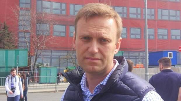 Потерял интерес к Telegram: блогер Навальный бросил митингующих ради солнечного побережья Италии