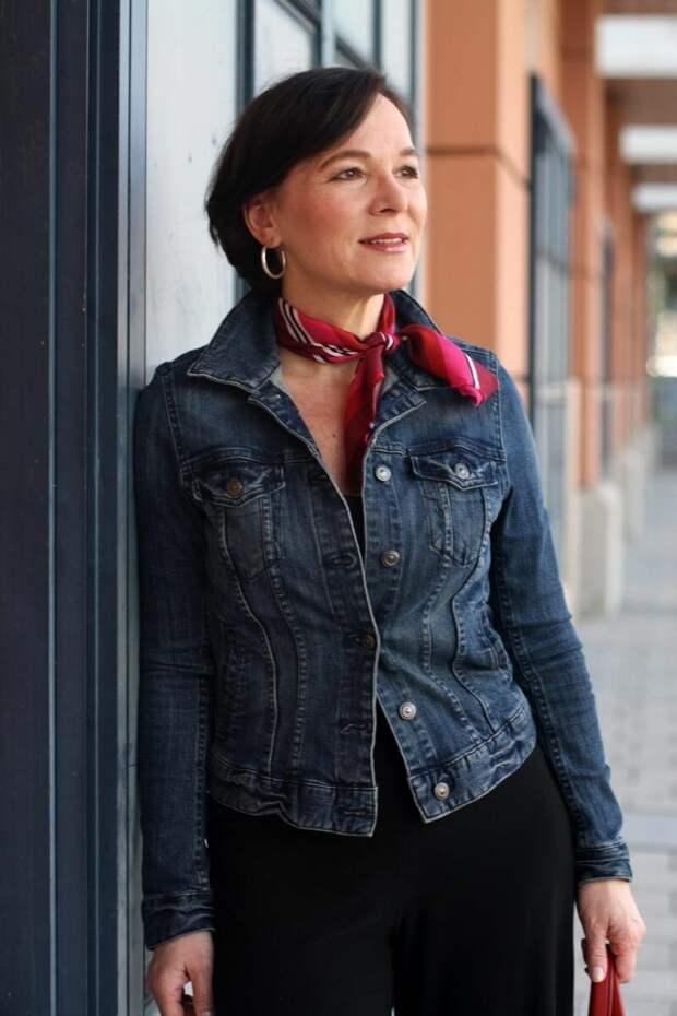 Женщина в джинсовой куртке. /Фото: i.pinimg.com