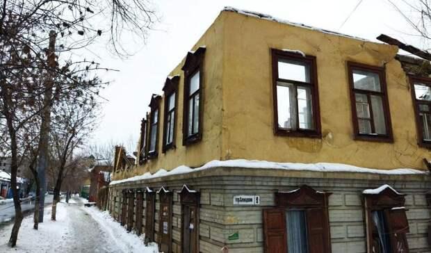 Вцентре Оренбурга разбирают исторический особняк, купленный миллиардером М.Конновым