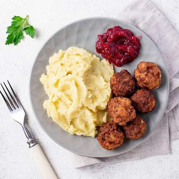 Как готовить самые вкусные фрикадельки в мире: IKEA раскрыла легендарный рецепт