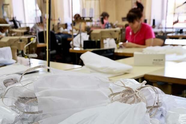 До всей этой истории с эпидемией российские заводы выпускали 600 тысяч масок в сутки Фото: Олег УКЛАДОВ