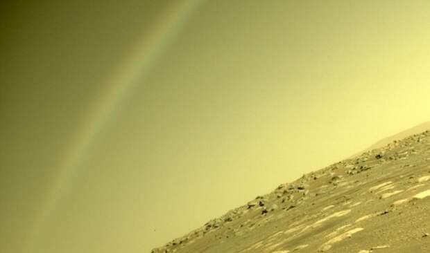 """Ученые объяснили природу """"радуги"""" на Марсе, запечатленной Perseverance"""