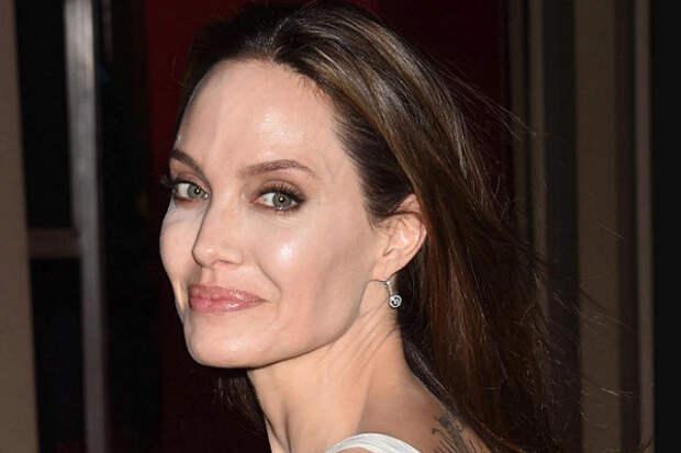 Мечтающая стать мужчиной дочь Анджелины Джоли сбрила волосы
