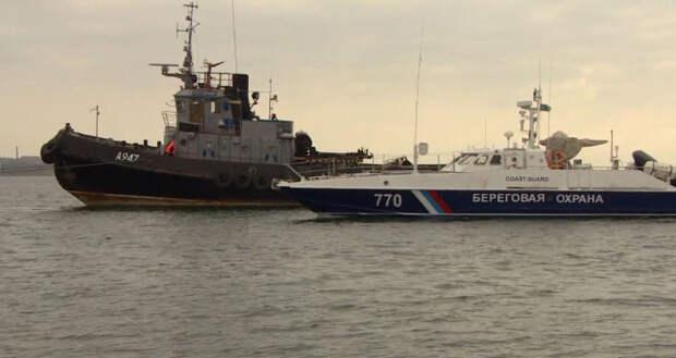 Задержанные в Черном море украинские корабли покинули керченский порт