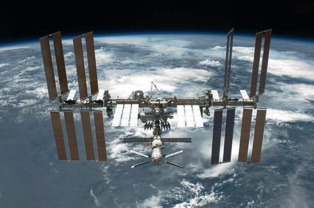 Рогозин назвал возможные причины появления трещины на МКС