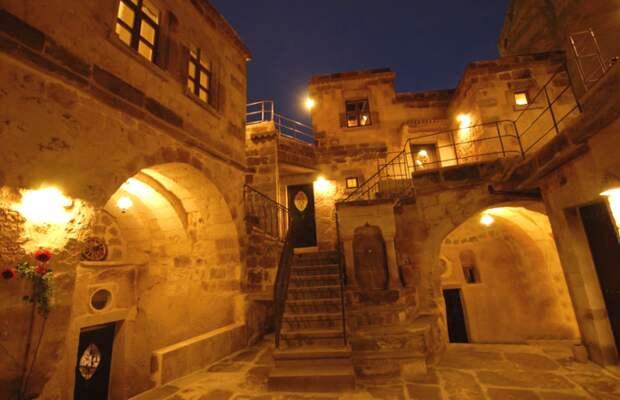 Ночь в Dorm Cave Hostel