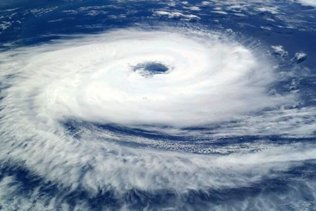 Все еще хуже: Борис Кубай предупредил власти Приморья о приближении мощного тайфуна