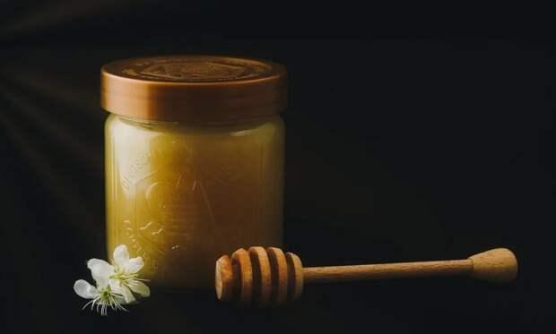 Пенсионерка из Севастополя пожаловалась на кражу денег торговкой меда