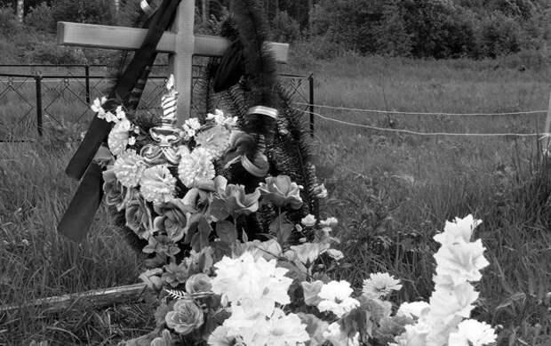 могила Алексея Полуяна в Яровщине