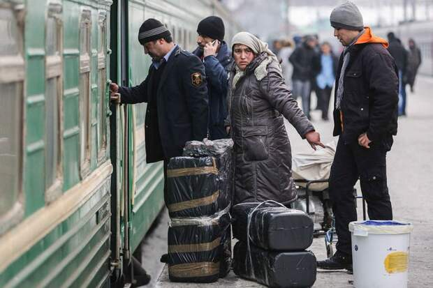 Стало известно, сколько мигрантов прибывает Россию
