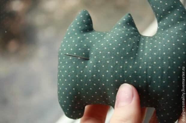 Котик на ладошке