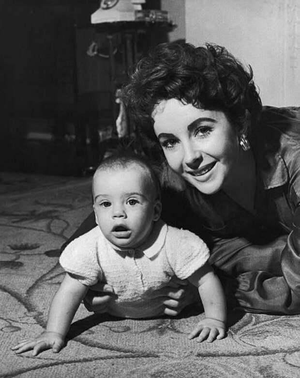 Элизабет Тейлор со своим сыном, сентябрь 1953 года.