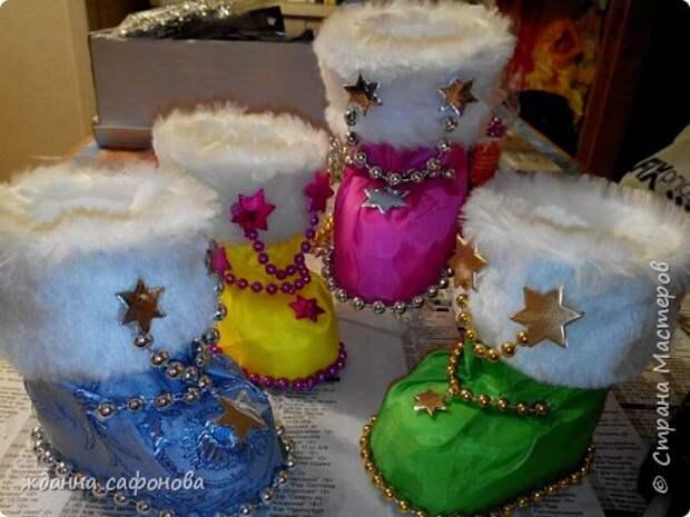 Мастер-класс Свит-дизайн Новый год Моделирование конструирование новогодние сапожки- подарки мастер класс Бусины Картон Клей Мех Пенопласт Продукты пищевые Стаканы фото 1