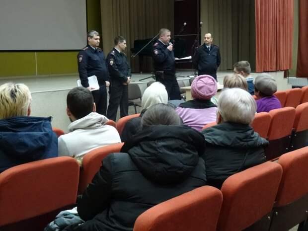 Член Общественного совета при УВД по САО принял участие в отчете участковых уполномоченных полиции по Войковскому району
