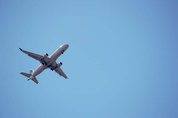 Почти 30 рейсов задержали и отменили в столичных аэропортах