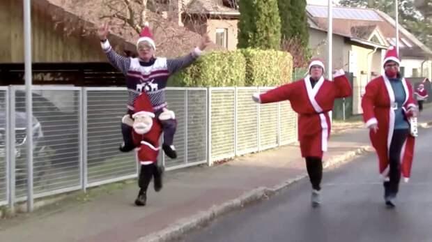 Немецкие Санта-Клаусы устроили массовый забег