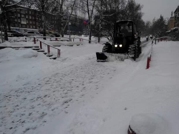 Расчистка дорог Ижевска, «сестра» памятника Аленке и новогодние желания россиян: что произошло минувшей ночью