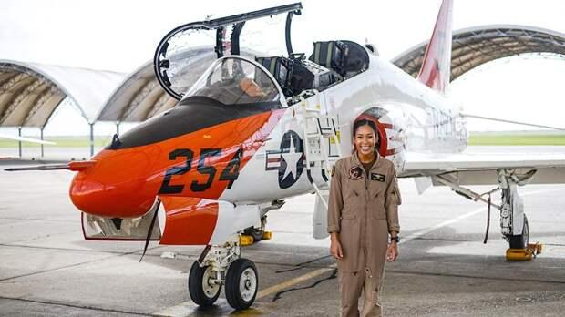 Афроамериканка впервые станет лётчиком-истребителем ВМС США