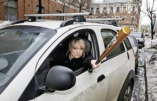 Вот какие средства самообороны официально разрешено хранить в автомобиле