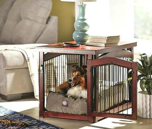 Стол с клеткой для питомца. | Фото: Вгору.