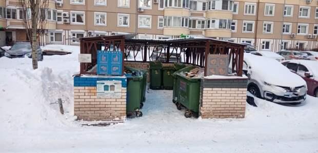 Мусорную площадку на Кашенкином Лугу привели в порядок