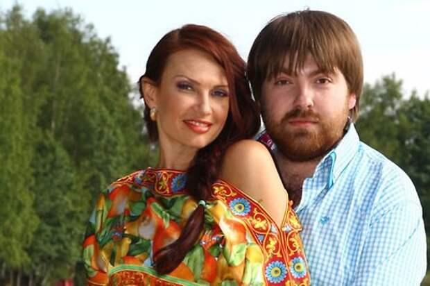 «Семью разрушила няня»: Эвелина Бледанс впервые откровенно о разводе