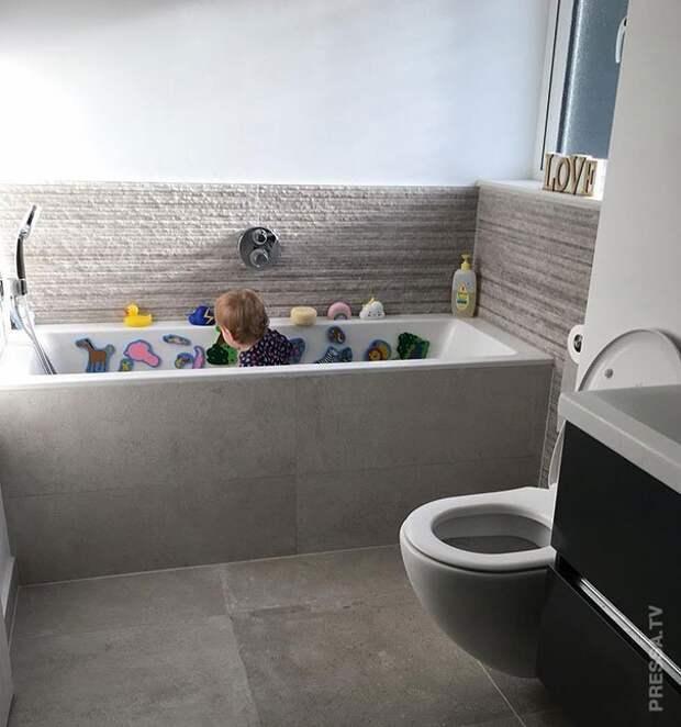 используйте ванну как манеж
