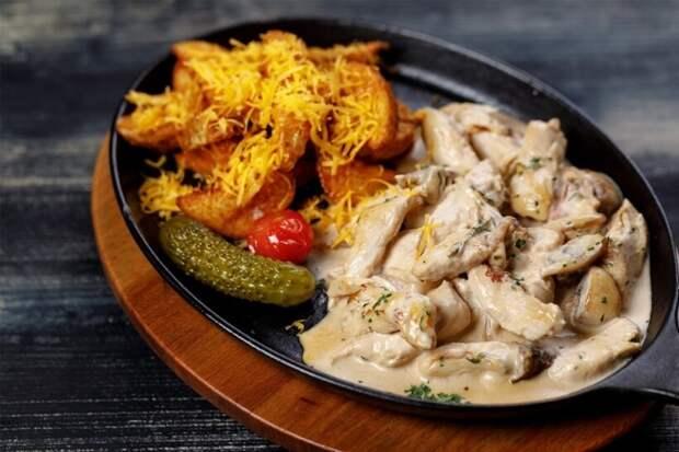 Маседуан и фрикасе: 4 загадочных блюда, которые постоянно едят в книгах